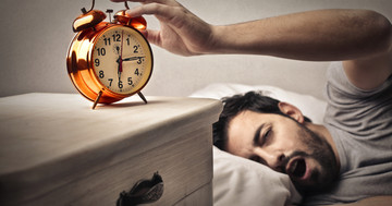 睡眠時間が何時間だと脳卒中による死亡リスクが高くなるか? の写真