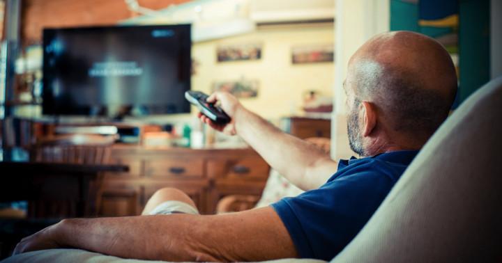 テレビを見すぎるとどんな問題が起こるか? の写真