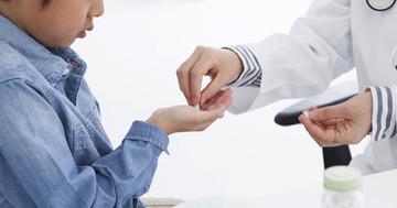 血圧を下げる薬で、子どもの落ち着きがない症状を治療の写真