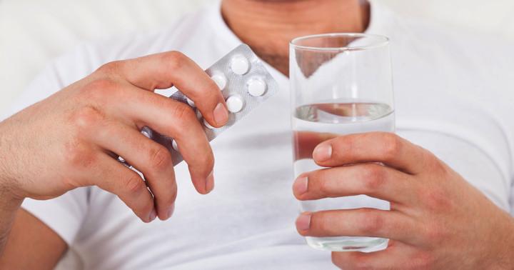 男性が胃潰瘍の薬を飲むと太る??の写真