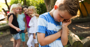 いじめを受けた子どもは、将来の精神にも影響があるかもしれないの写真
