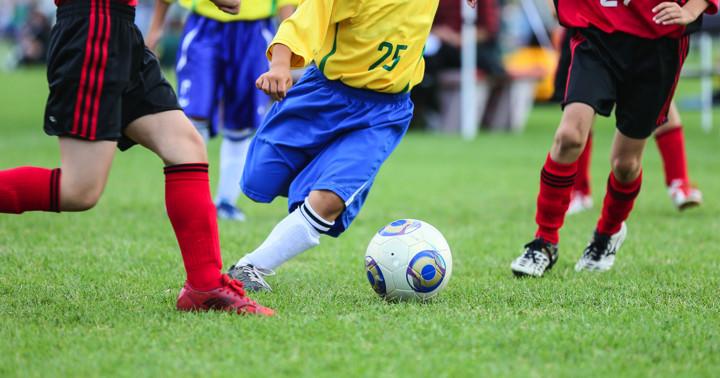 小学生がサッカーの練習をすると1000時間あたり0.6回けがをするの写真