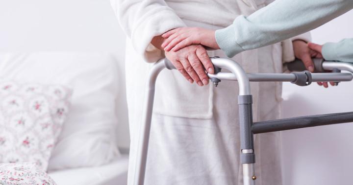 脳卒中患者の介護者の3分の1は介護の知識が低いの写真