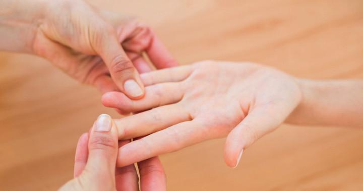 若い女性に多い「バセドウ病」の特徴は手の機能にも現れる?の写真