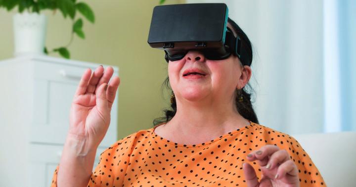 脳卒中は仮想現実トレーニングで改善する の写真