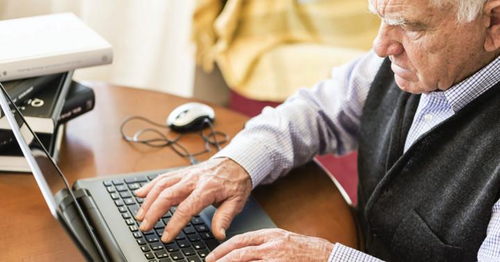 コンピューターを使った訓練でアルツハイマー病の認知機能改善の写真