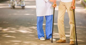 人工股関節置換術後のリハビリで歩行速度はどれぐらい回復するのかの写真