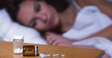 睡眠薬と自殺の関係?統計に見えた傾向の写真