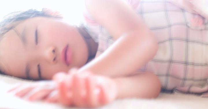 子どもが失神、息があったらこう寝かせて!「回復体位」とその効果の写真