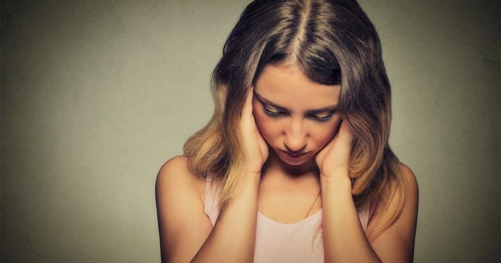 パニック障害の原因とは?なぜパニック発作の症状が見られるか解説の写真