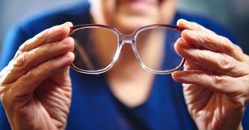 高齢者の運転、目の病気で特に危険の写真