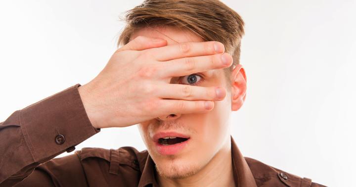 急に片目が見えなくなるのは脳卒中・心筋梗塞の前触れ?網膜中心動脈閉塞症との関連の写真