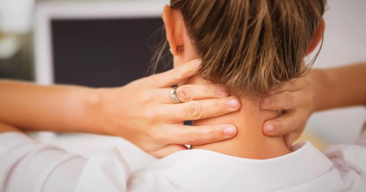 首と頭の痛みが軽減、仕事中の首の運動での写真