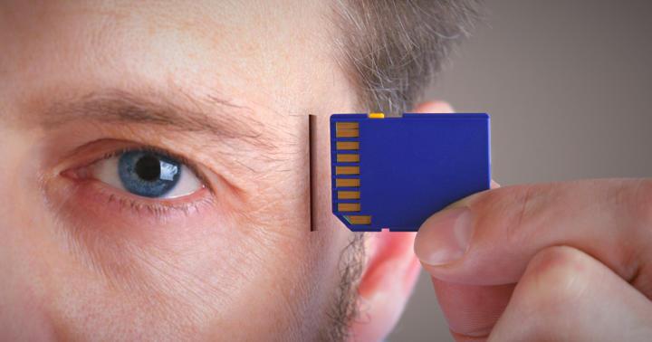体に吸収されるセンサーを頭に植え込んで脳をモニタリングの写真
