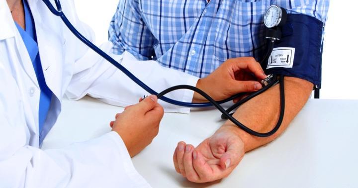 脳出血の主な原因は高血圧。予防方法(食事や運動、禁煙など)を解説の写真