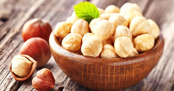 おやつにヘーゼルナッツを食べると、食事の栄養バランスが良くなるの写真