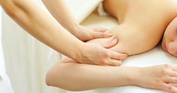乳房切除後に生じるリンパ浮腫に対し、複合的理学療法と家庭での運動は有効か?の写真
