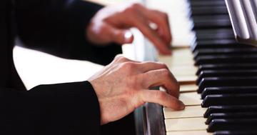 ミュージシャンが悩むジストニアは電気刺激が効果的?の写真