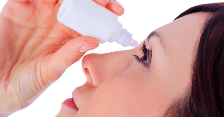 花粉症の目薬「アレジオン点眼液」は、コンタクトをつけたまま使えることが特徴の写真