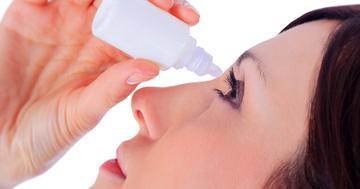 花粉症の目薬「アレジオン点眼液」は、コンタクトをつけたまま使えることが特徴。の写真 (C) Aleksandr Kurganov - Fotolia.com