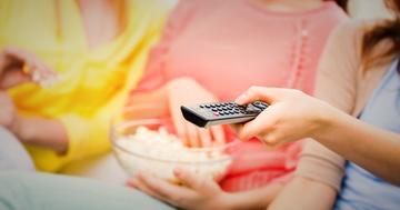 大腸がんの調査をしたら、テレビを週21時間以上見る女性に多かったの写真