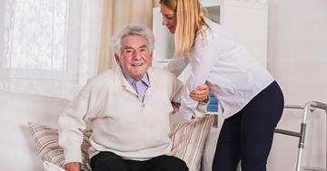 退院後の家庭でのリハビリ、いろいろな方法を組み合わせて歩行を改善の写真
