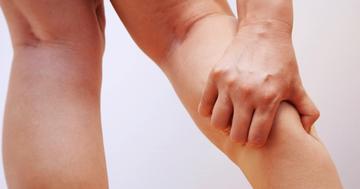 避難所でできる、足の血栓予防。エコノミークラス症候群を防ぐためにの写真 (C) chuugo - Fotolia.com