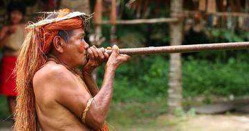 吹き矢を吹いたら内臓が飛び出した78歳男性、どう対処する?の写真