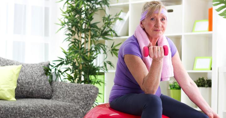 高齢者は転ぶと大変!どんな鍛え方が効果的?の写真