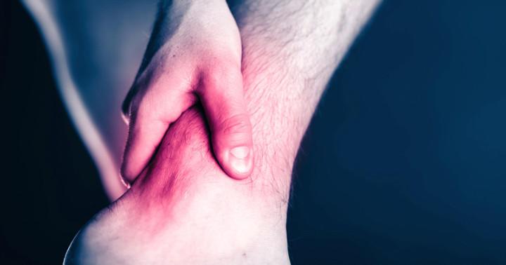 アキレス腱断裂は手術したほうがいい?手術しなかった人と18か月後に比較の写真