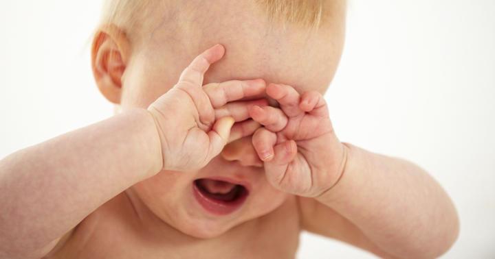 赤ちゃんを泣き止ませるために74本の論文が調べた方法、その効果は…の写真