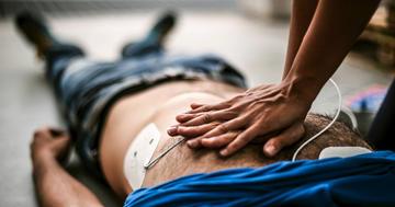 心臓が止まったらAED!日本で救われた人は年間6人から201人に急増の写真