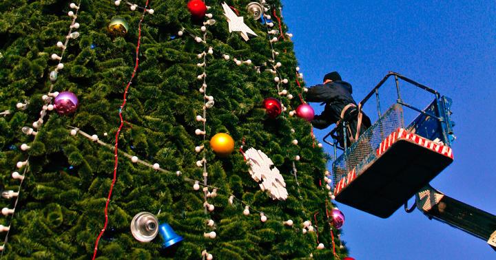 要注意!クリスマスの飾りつけで転落して165日入院、死亡例もの写真