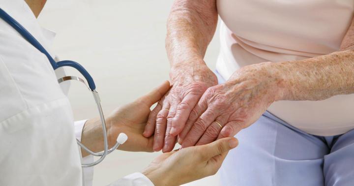 アメリカでは承認された「震え」の治療、改善の反面に副作用もの写真