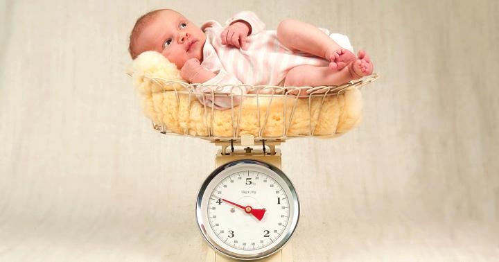 赤ちゃんの体重が戻らなくても大丈夫?生理的体重減少が長引く子の割合の写真