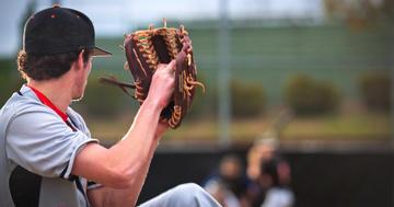 肘を手術してもメジャーリーグに行ける!尺側側副靭帯再建後の投手の統計の写真 (C) bmcent1 - iStock