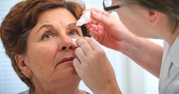 眼瞼角結膜炎に目薬は効かない?の写真 (C) Alexander Raths - Fotolia.com