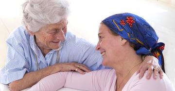 頭を冷やして脱毛を軽減、抗がん剤治療中の乳がん患者をケアの写真 (C) JPC-PROD - Fotolia.com