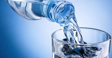 水を飲んでもやせない?38人が6か月のダイエット指導を受けた結果の写真 (C) Hyrma - Fotolia.com