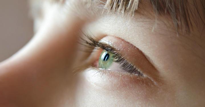 ネグレクトで網膜剥離を放置されていた15歳男子の写真