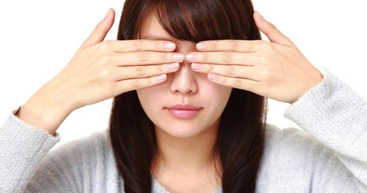 左だけまぶたが下がる27歳女性、右の隠れた症状を見分けた技術とはの写真