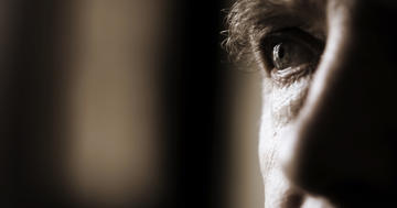 失明の原因にもなる「加齢黄斑変性」、抗酸化ビタミンは予防するか?